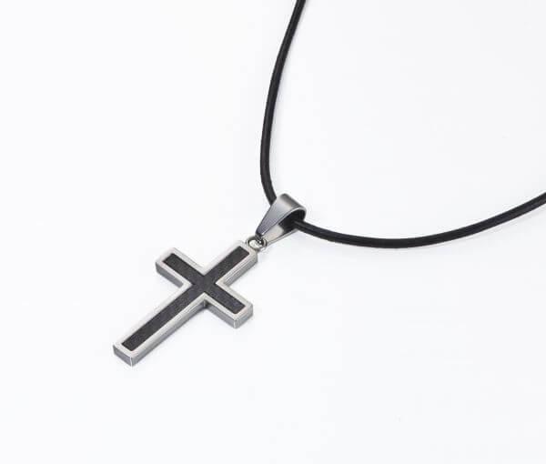 Halskette Kreuz Streifen Carbon